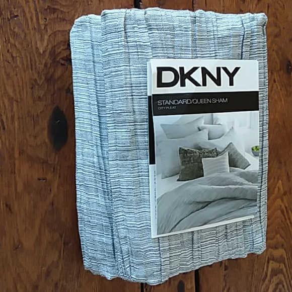 DKNY Other - DKNY 2 QUEEN SHAMS 'CITY PLEAT'